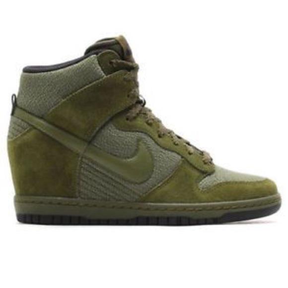 6640ef4ea884 Nike Dunk Sky High Hi Essential Wedge Sneaker. M 5b7cd20125457acb63b03217
